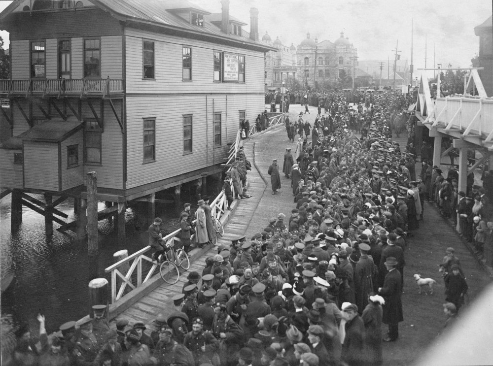 Crowd in James Bay