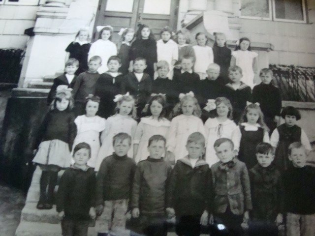 Class Photograph from Lampson Street Elementary