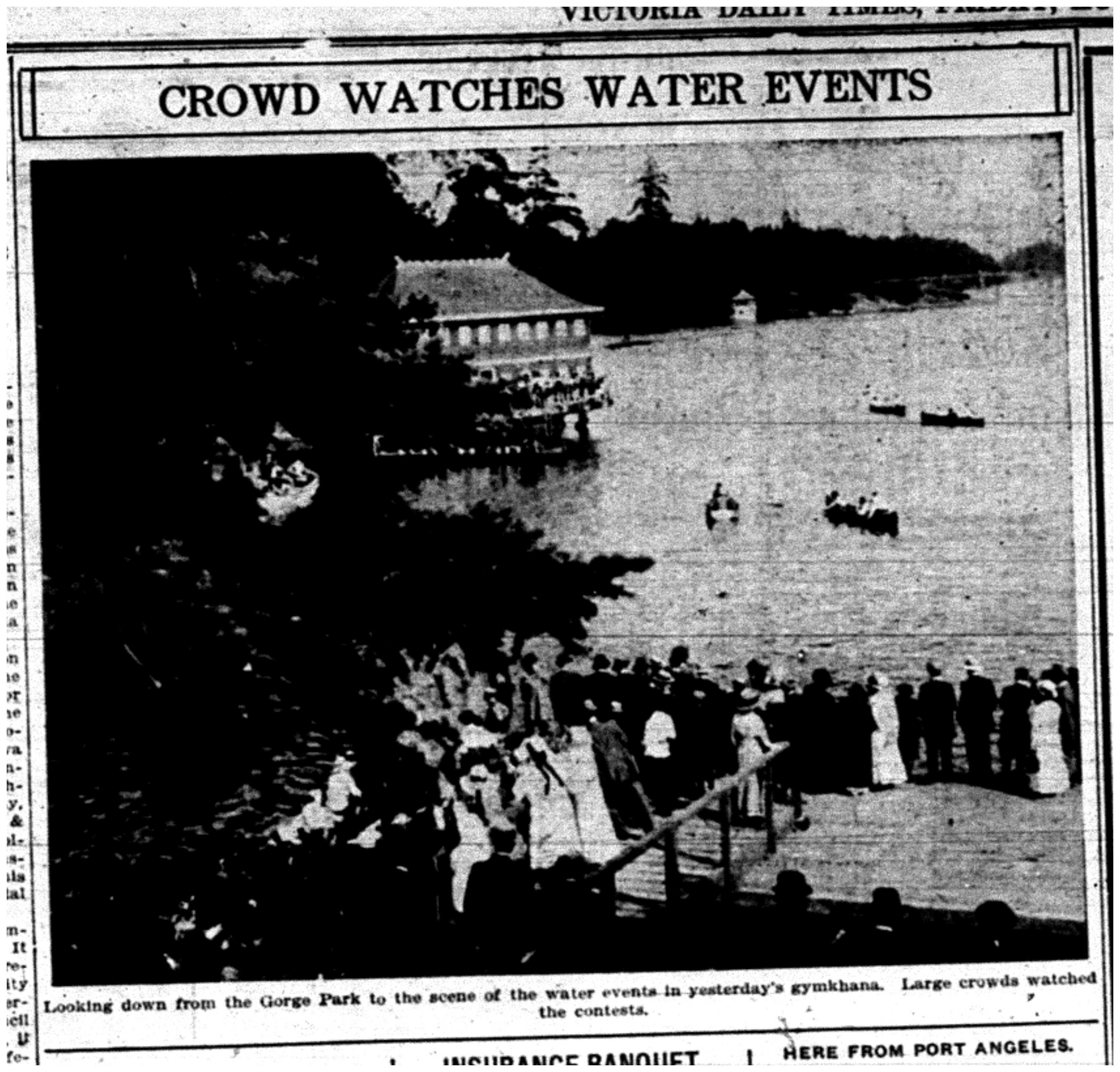 """Crowd Watches Water Events"""