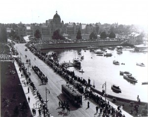 Troops march down Government Street to the CPR Dock, en route to Valcartier. This would have been one of the first overseas contingents to leave Victoria.  Source: Image Courtesy of Craig Cotter at the Museum of the 5th (BC) Regiment Royal Canadian Artillery - Room 401/Box A1/31  Date: 28 August 1914