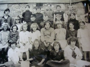 A class at Lampson Elementery School in Esquimalt, c. 1914. Courtesy of Greater Victoria School District Archives.
